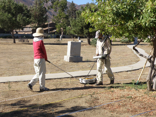 Using ground-penetrating radar to survey the cemetery, 2010 | Photo: Courtesy of the San Fernando Mission Historical Society