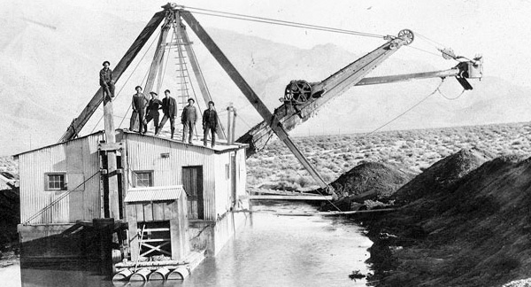 Los Angeles Aqueduct under construction in Owens Valley