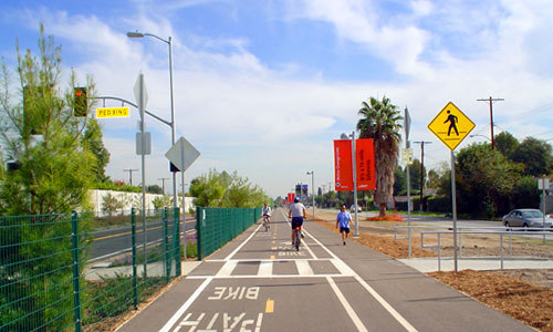 A bike ride adjacent to the Metro Orange Line 14 miles long if were you ride form North Hollywood Station to the Sepulveda Basin. Image from the LADOT Bike Blog.