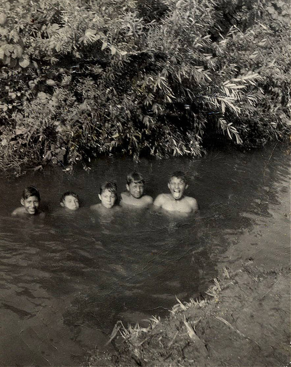 El Monte youth using the Río Hondo as a recreational space | Photo: La Historia Historical Society Museum