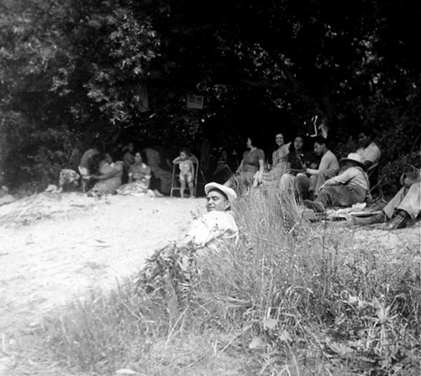 Beach goers on the Rio Hondo River | Photo: La Historia Historical Society Museum