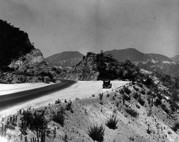 The Angeles Crest Highway above the Arroyo Seco, 1924. | Courtesy of the Los Angeles Public Library