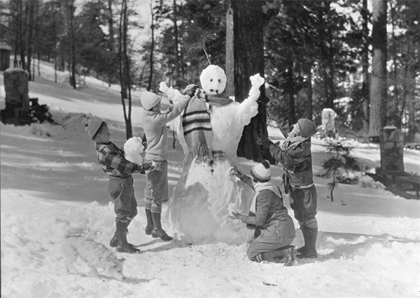 Campers making snowman at a large gathering of people at picnic grounds, Big Pines Recreational Camp. | Digitally reproduced by the USC Digital Library; From the California Historical Society Collection at the University of Southern California