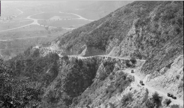 Tanner cars at Mt. Wilson, American Chemical Society trip, Southern California, 1927 | Digitally reproduced by the USC Digital Library; From the California Historical Society Collection at the University of Southern California