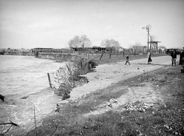 Roads and fences in the San Gabriel Valley were endangered of being washed washed out, like in this flood of the San Gabriel or Rio Hondo River in 1938 | Courtesy of the Los Angeles Public Library