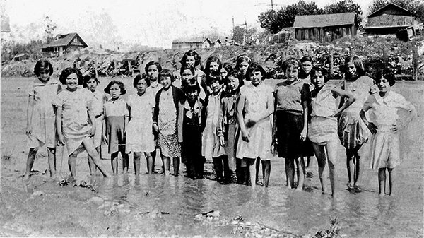 A group from Hicks Camp, a barrio along the Rio Hondo, pose in the river | Photo: La Historia Historical Society Museum