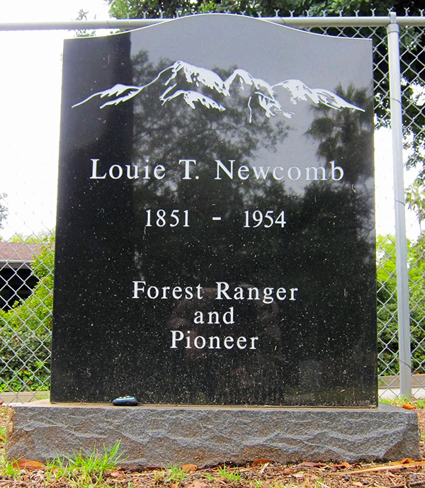 Louie Newcomb's grave in the Sierra Madre Pioneer Cemetary | Photo: Daniel Medina