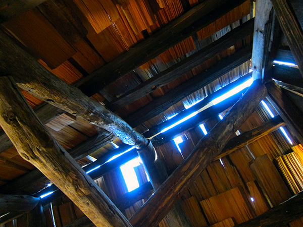 The roof from inside Vincent's cabin. | Photo: Daniel Medina