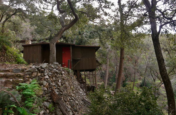 Cabins like this are sprinkled around the canyon. Several are permanent homes to nature-loving residents. Photo by Yosuke Kitazawa | KCET