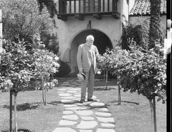 George Watson Cole outside of his Pasadena home, 1932 | USC Digital Library, Collection of Title Insurance and Trust/C.C. Pierce Photography Collection