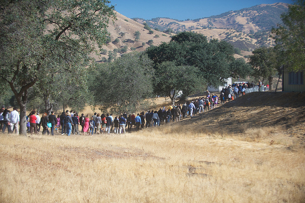 The procession to the dedication evokes the 300 mile UFW march from Delano to Sacramento | Photo by Sam Garcia/The City Project