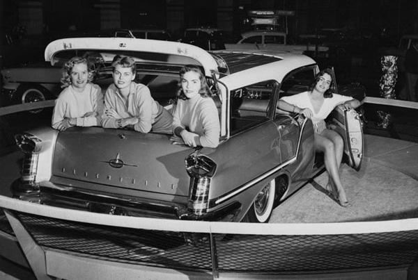 oldsmobilecarshow.jpg