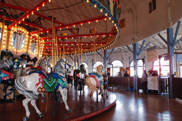 The current Merry-Go-Round is not the original, but a 1990 reconstruction of a 1922 carousel, which was installed in 1948 | Photo by Yosuke Kitazawa