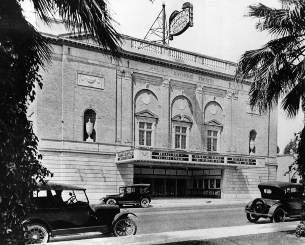 Jensen's Raymond Theater in 1922 | Courtesy of the Los Angeles Public Library
