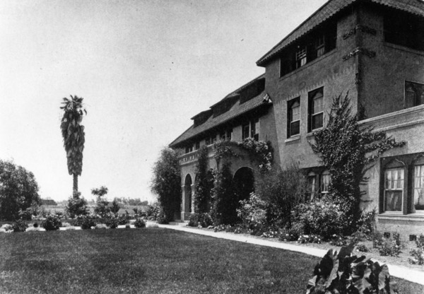 Harvard School at Western and Venice complained of pollution from Jensen's brickyard. | Courtesy of the Los Angeles Public Library