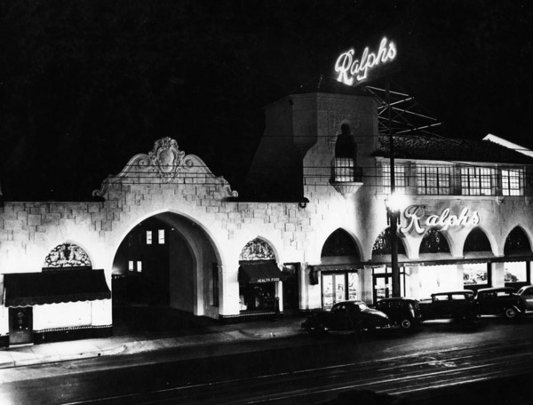Night view of the exterior of Ralphs Grocery Store in Pasadena, built in the 1920s | Courtesy of the Los Angeles Public Library