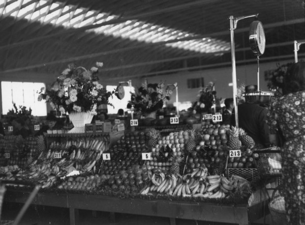 Interior view of a Ralphs Grocery Store at an unknown location in Los Angeles, showing the produce section | Courtesy of the Los Angeles Public Library
