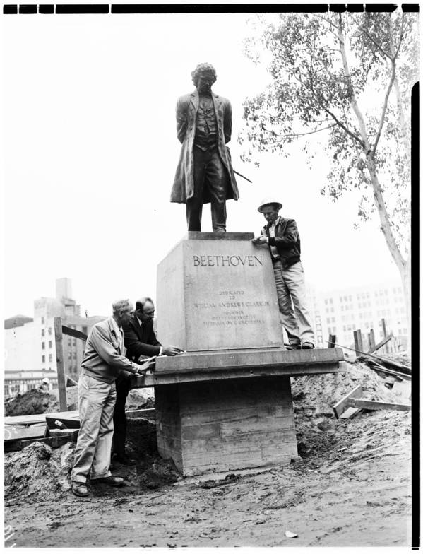 Statue replaced in Pershing Square, 1952 | Herald-Examiner Collection, Courtesy of the USC Digital Archive