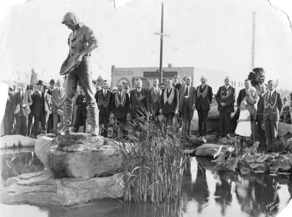 Unveiling of the 'Pioneer Fountain Group' statue, ca. 1926 | Herald-Examiner Collection, courtesy of the Los Angeles Public Library