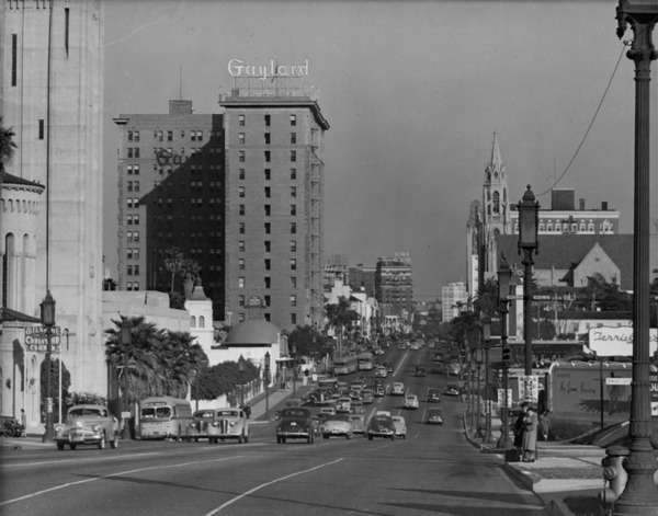 Genial Wilshire Boulevard, Looking Downtown Ca. 1940. The Brown Derby Can Be Seen  In