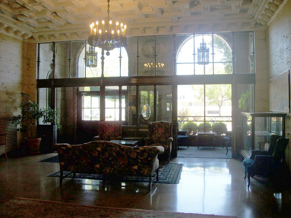 Genial The Lobby Of The Gaylord Still Exudes A Kind Of Elegance | Photo: Hadley  Meares