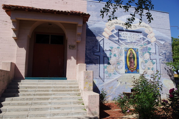 Mural on main entrance of former Casa Blanca Elementary School I Photo Ed Fuentes