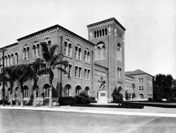 USC Bovard Administration Building, 1921 | Security Pacific National Bank Collection, Courtesy of the Los Angeles Public Library