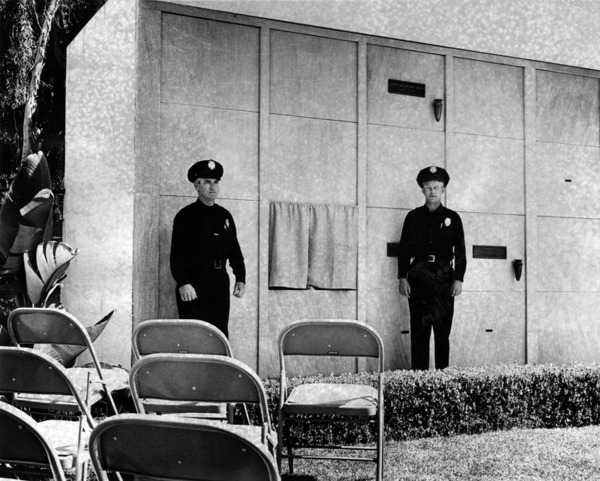Studio police guard Marilyn Monroe's crypt, August 8, 1962 | Herald-Examiner Collection, Los Angeles Public Library