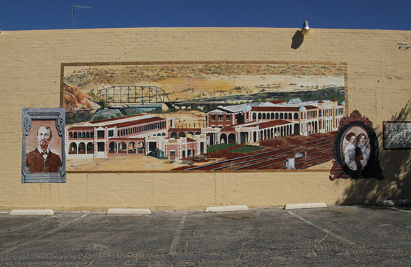 Mural with history of the Harvey House at Barstow Station I Photo: Fuentes