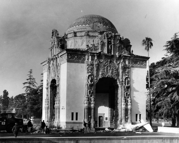 Crash wreckage at Portal of Folded Wings monument, 1969 | Herald-Examiner Collection, courtesy of the Los Angeles Public Library