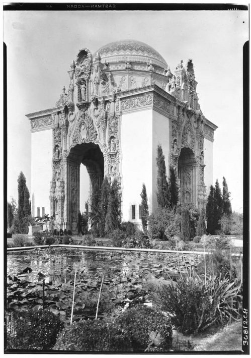 Portal of the Folded Wings at Valhalla Cemetery in Burbank, November 1929 | California Historical Society Collection, USC Digital Library