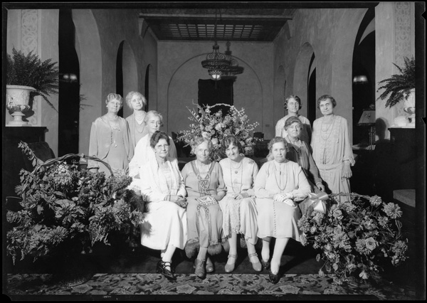 Women meet at hotel lobby | Dick Whittington Studio Collection, USC Digital Library
