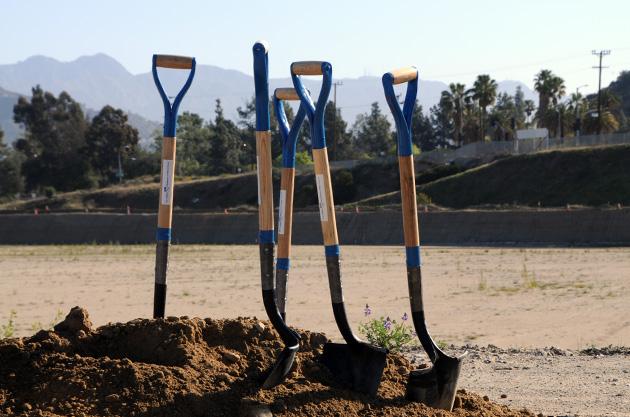 reservoir-shovels