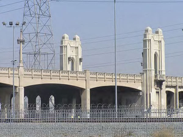 Gothic revival characterizes the Fourth Street Bridge. Photo by Los Angeles City Planning Department.