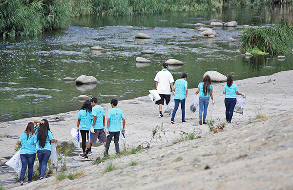 L.A. River School students participating in the 2013 Great L.A. River Cleanup