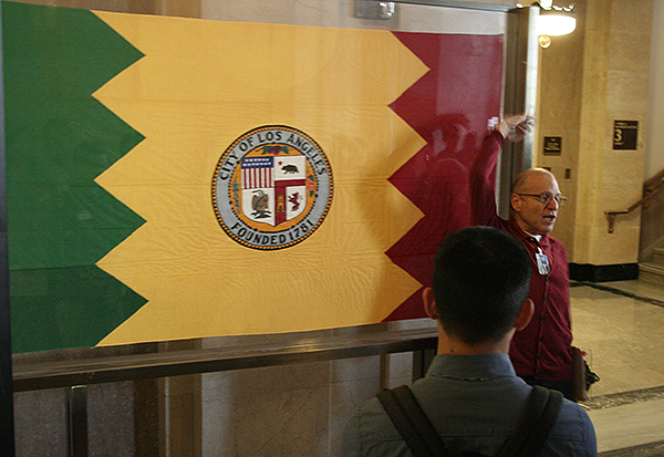The colors of the flag of Los Angeles represent olive trees (green), orange groves (gold), and vineyards (red)