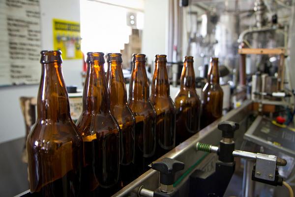 46044-5.19.12-Hangar24-Bottle-Line