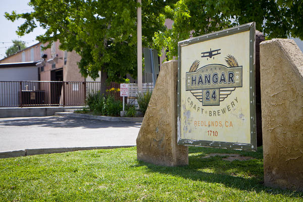 46044-5.19.12-Hangar24-Exterior-Sign