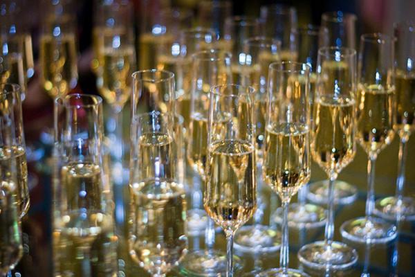Champagne-Glasses-080712
