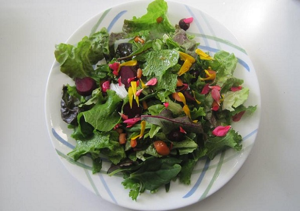 A salad made with produce and edible flowers from Malibu's Vital Zuman Organic Farm (Photo: Siel Ju)
