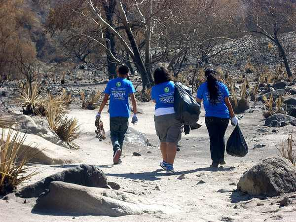 Volunteers in the Angeles National Forest in 2009 | Photo via National Environmental Education Foundation Program