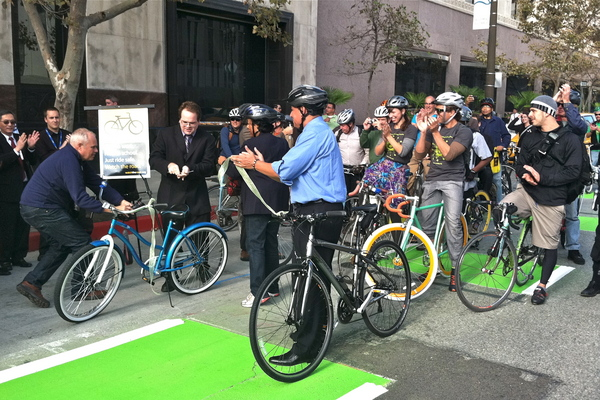 Dedication ceremony for green bike lanes I Photo: Maria Lopez