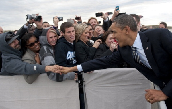U.S. President Barack Obama greets guests after arriving on Air Force One at Los Angeles International Airport on February 15, 2012. | Photo: SAUL LOEB/AFP/Getty Images
