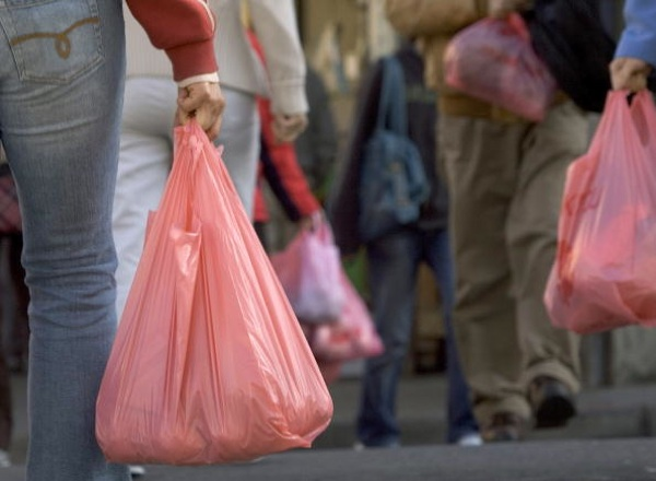 People walk with groceries in plastic bags in Chinatown on March 28, 2007 in San Francisco | Photo by David Paul Morris/Getty Images