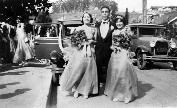 Bridesmaids and best man at a wedding in a Chavez Ravine neighborhood, 1929. Courtesy of the Shades of L.A. Collection, Los Angeles Public Library.