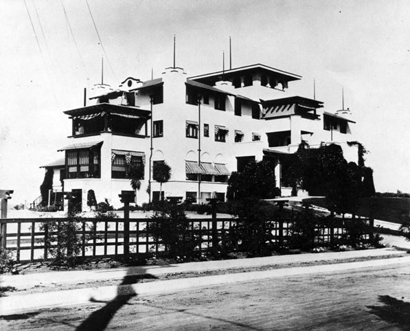 Early view of the Mount Washington Hotel, today the international headquarters of Paramahansa Yogananda's Self Realization Fellowship. Courtesy of the Los Angeles Public Library Photograph Collection.