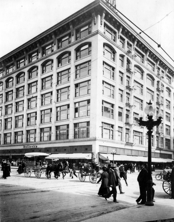 1910 view of the flagship Bullock's department store at Seventh and Broadway. Courtesy of the Photo Collection, Los Angeles Public Library.