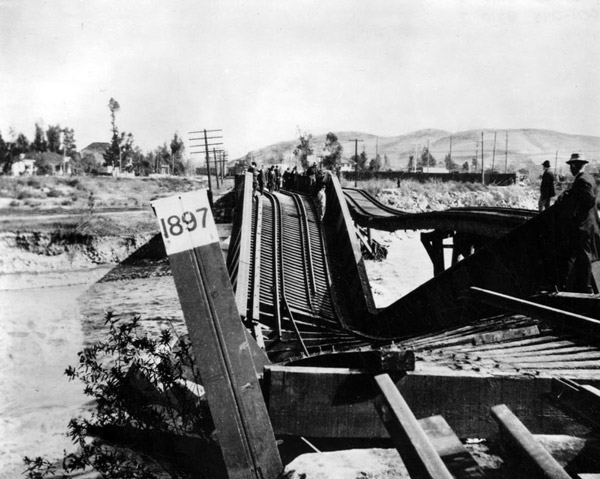 A railroad bridge destroyed by a flooded Los Angeles River in 1914. Courtesy of the Photo Collection, Los Angeles Public Library.