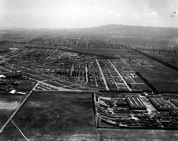 1925 aerial view of Torrance. Courtesy of the Photo Collection, Los Angeles Public Library.