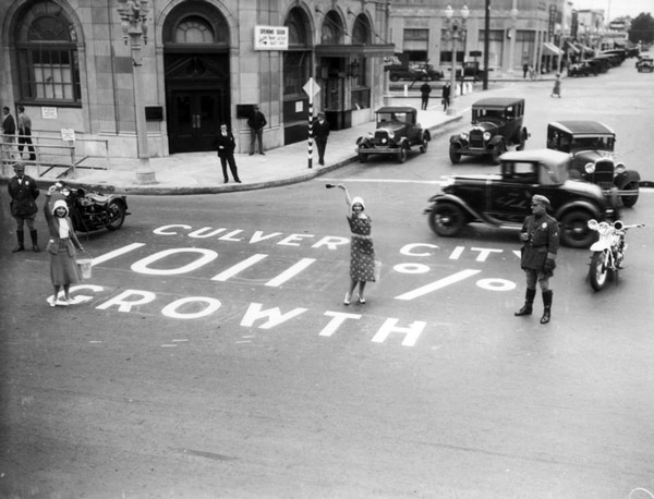 In this 1930 publicity stunt, Culver City celebrated a population growth rate of 1,011% during the 1920s. Courtesy of the Photo Collection, Los Angeles Public Library.